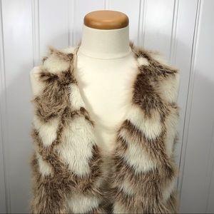 Decree faux fur vest size medium